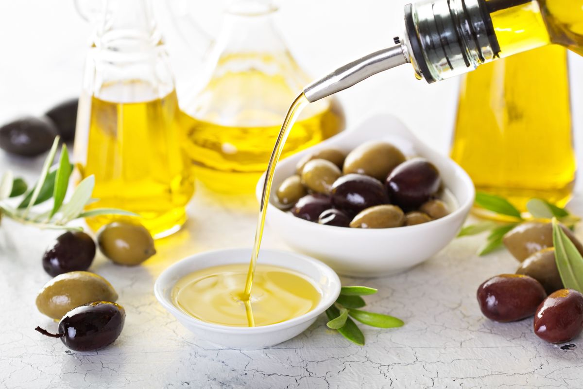 italian superstitions - olive oil